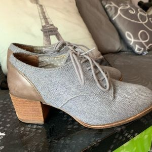 Oxford shoes with Block heel